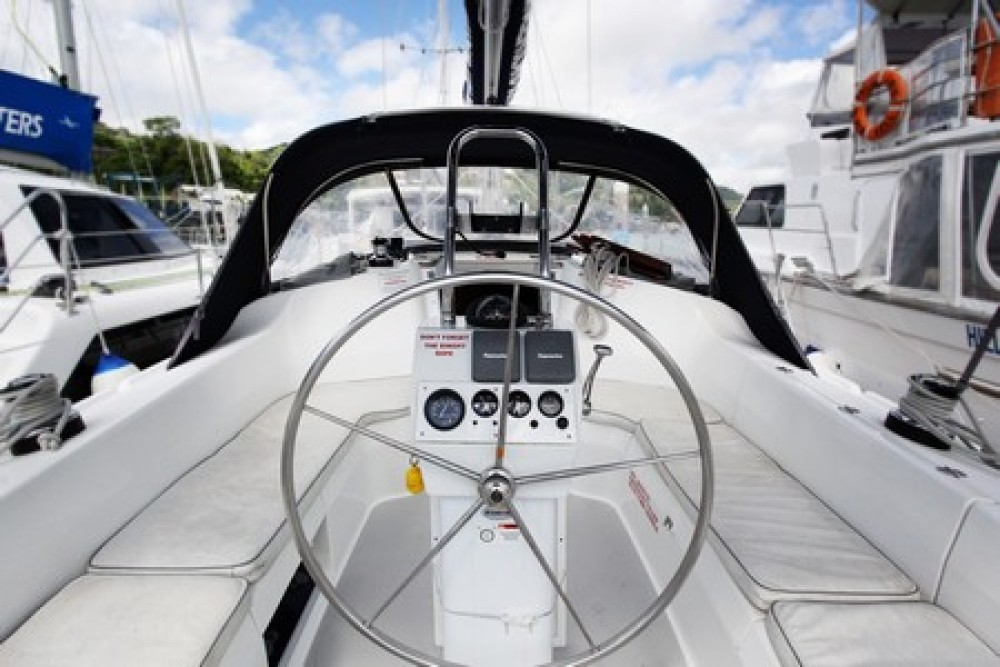 Hire Sailboat with or without skipper Catalina Airlie Beach