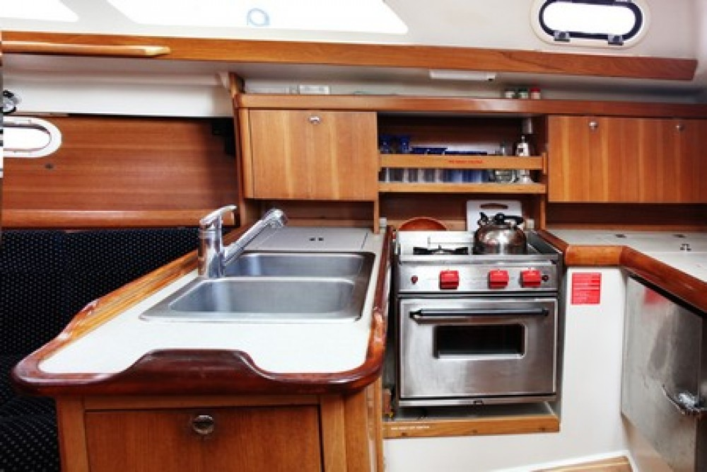 Sailboat for rent Airlie Beach at the best price