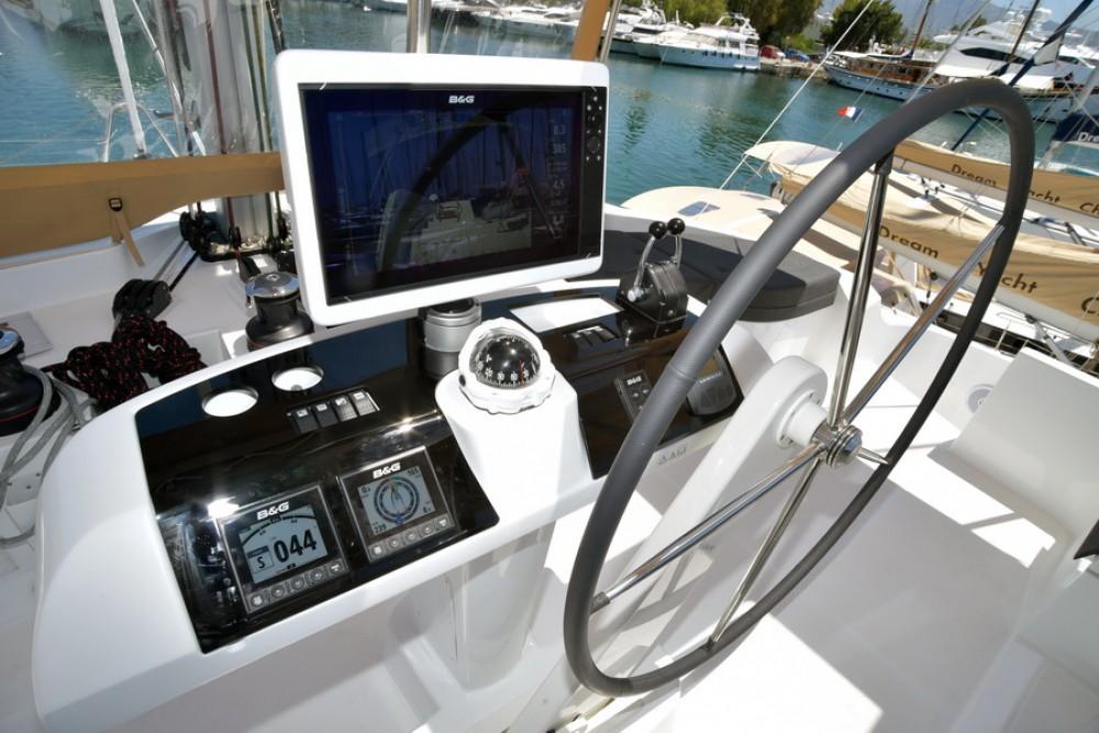 Boat rental Papeete cheap Lagoon 52