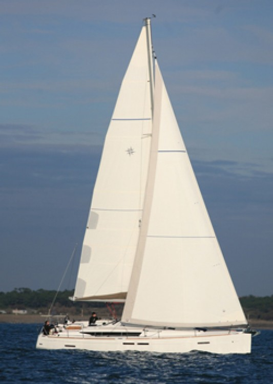 Jeanneau Sun Odyssey 439 between personal and professional Papeete