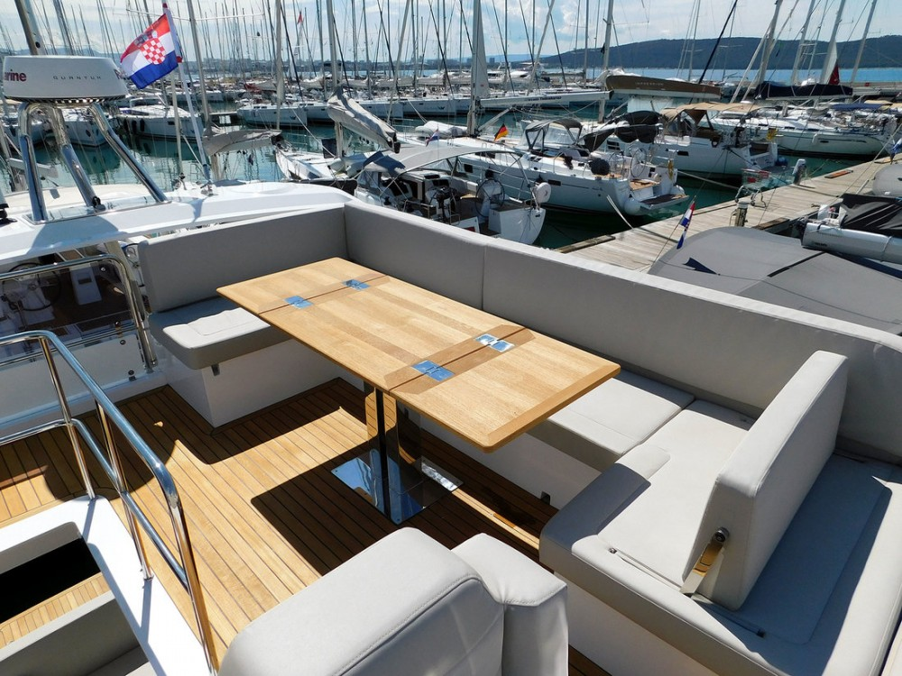 Rent a Sealine Sealine F 43 Croatia