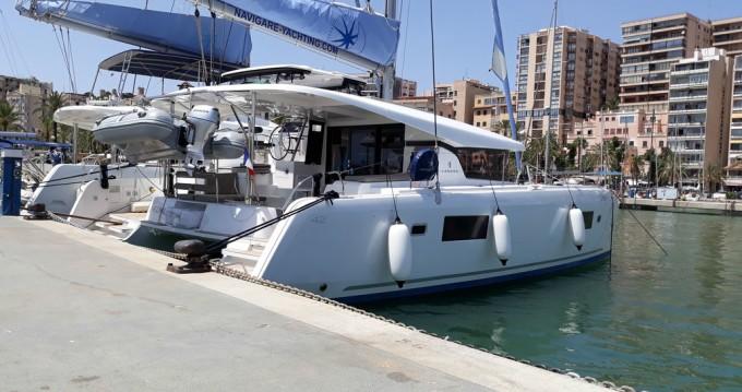 Boat rental Lagoon Lagoon 42 - 4 + 2 cab. in Balearic Islands on Samboat
