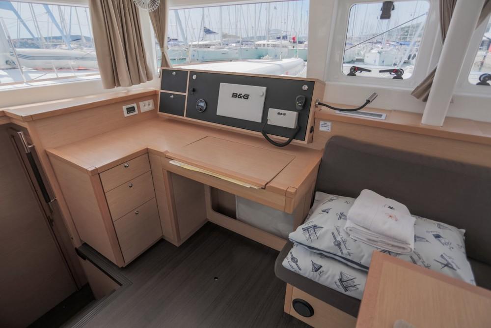 Rental yacht Balearic Islands - Lagoon Lagoon 450 F - 4 + 2 cab. on SamBoat