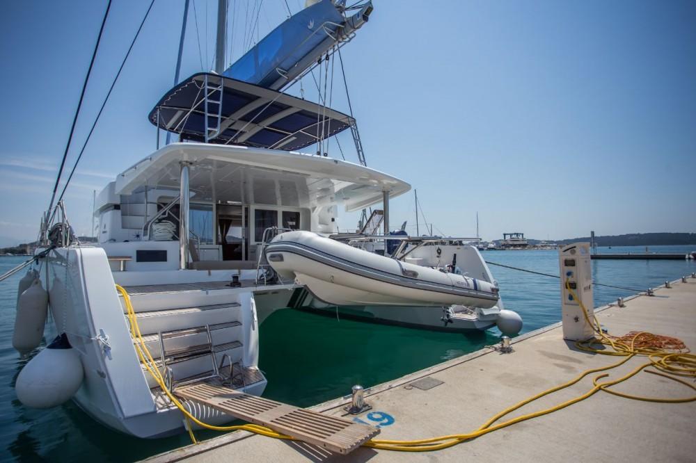 Boat rental Lagoon Lagoon 52 - 6 + 2 cab. in Balearic Islands on Samboat