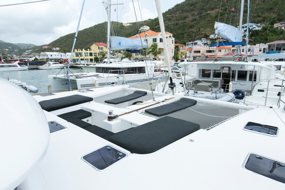 Boat rental Lagoon Lagoon 560 S2 in Tortola on Samboat