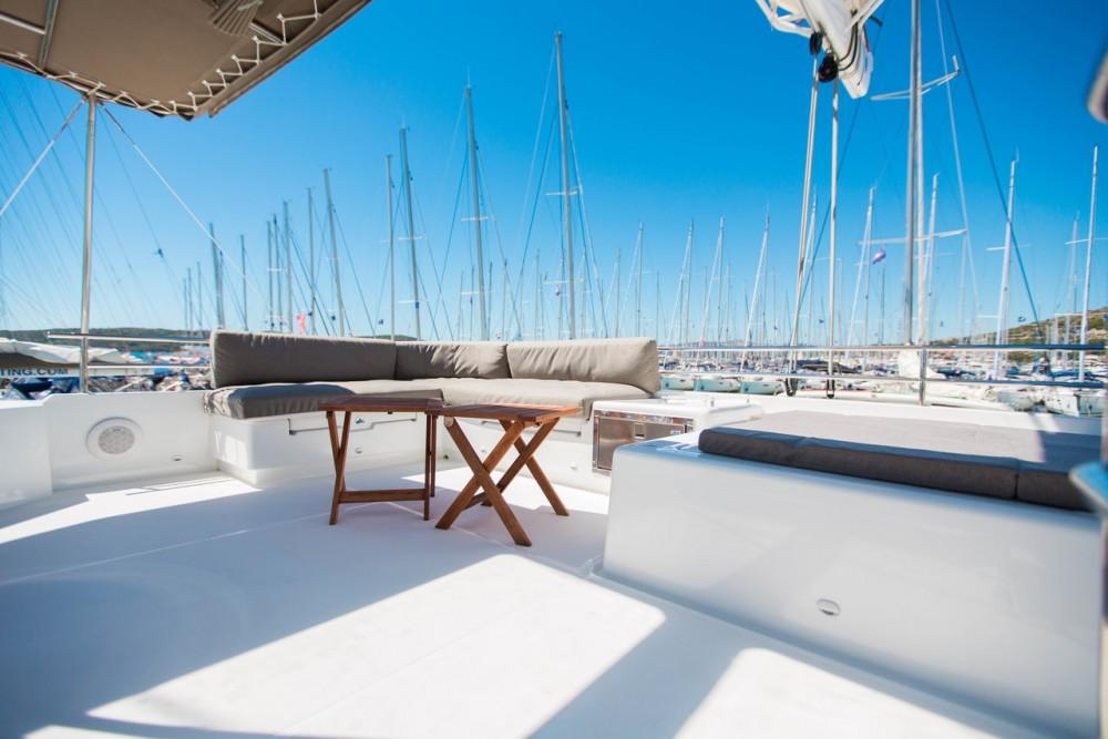 Rental yacht  - Lagoon Lagoon 560 S2 - 5 + 1 cab. on SamBoat