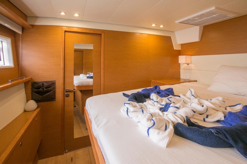 Boat rental Tortola cheap Lagoon 560 S2