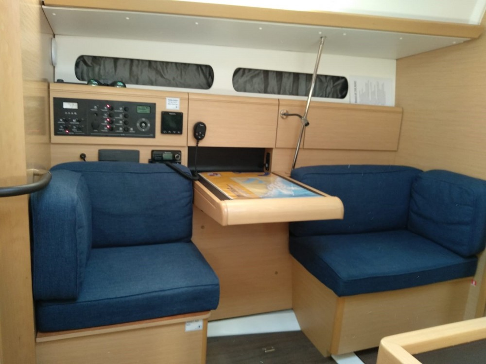 Jeanneau Sun Odyssey 419 between personal and professional
