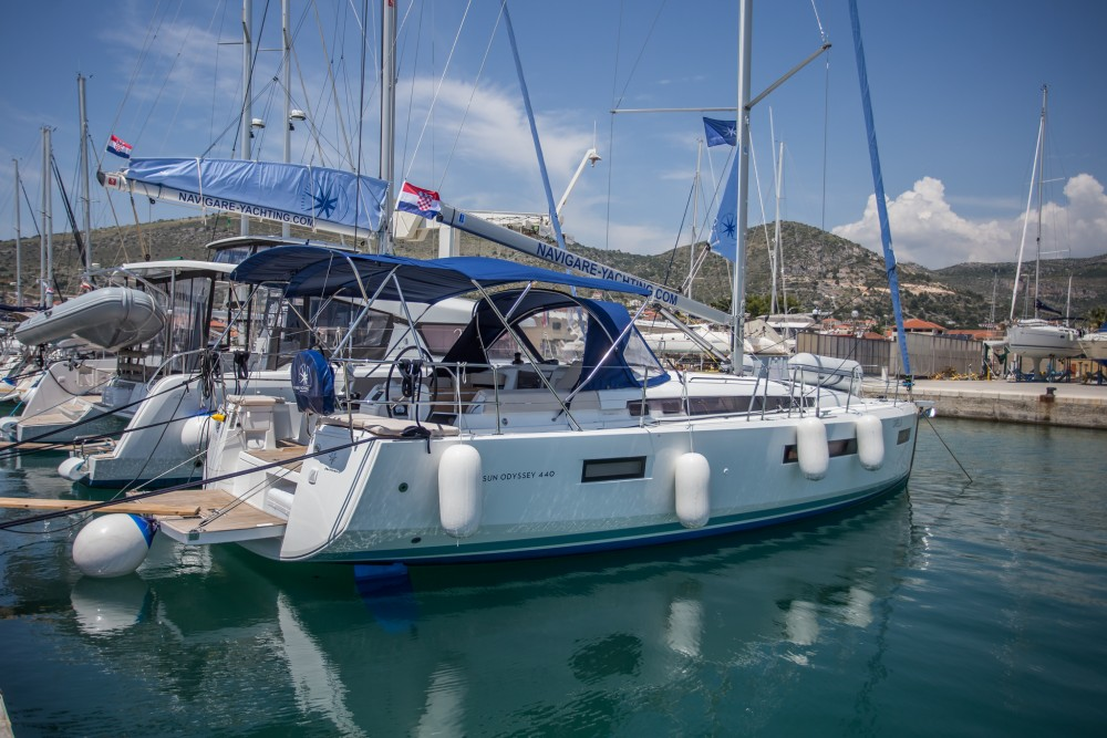 Boat rental Jeanneau Sun Odyssey 440 in Seget Donji on Samboat