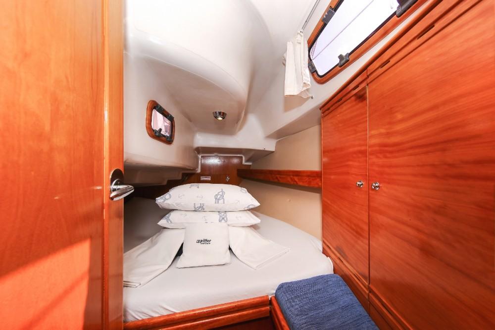 Boat rental Croatia cheap Cruiser 33