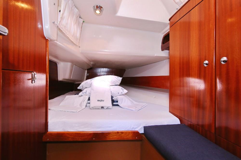 Boat rental Bavaria Bavaria 38 in Grad Pula on Samboat