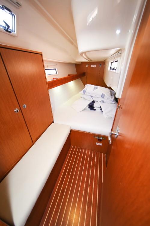 Rental Sailboat in Jezera - Bavaria Cruiser 32