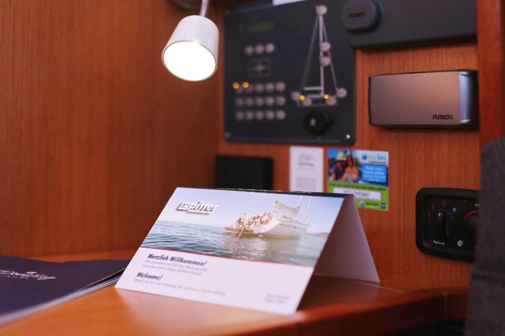 Rent a Bavaria Cruiser 33 Trogir