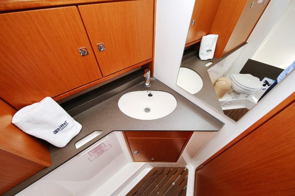 Boat rental Trogir cheap Cruiser 33