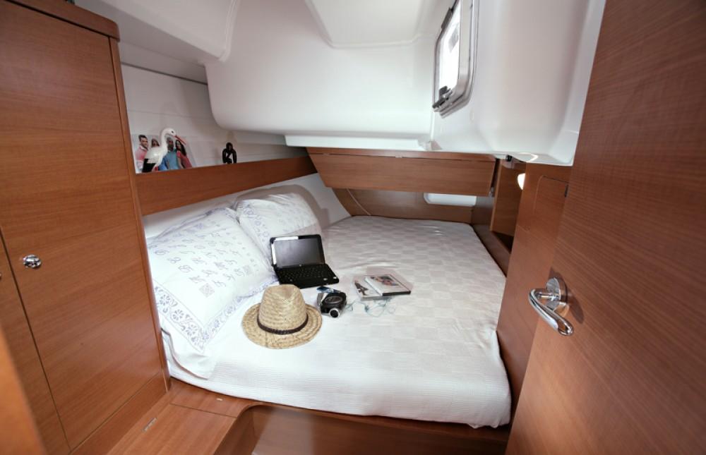 Rental Sailboat in Šibenik - Dufour Dufour 375 Grand Large