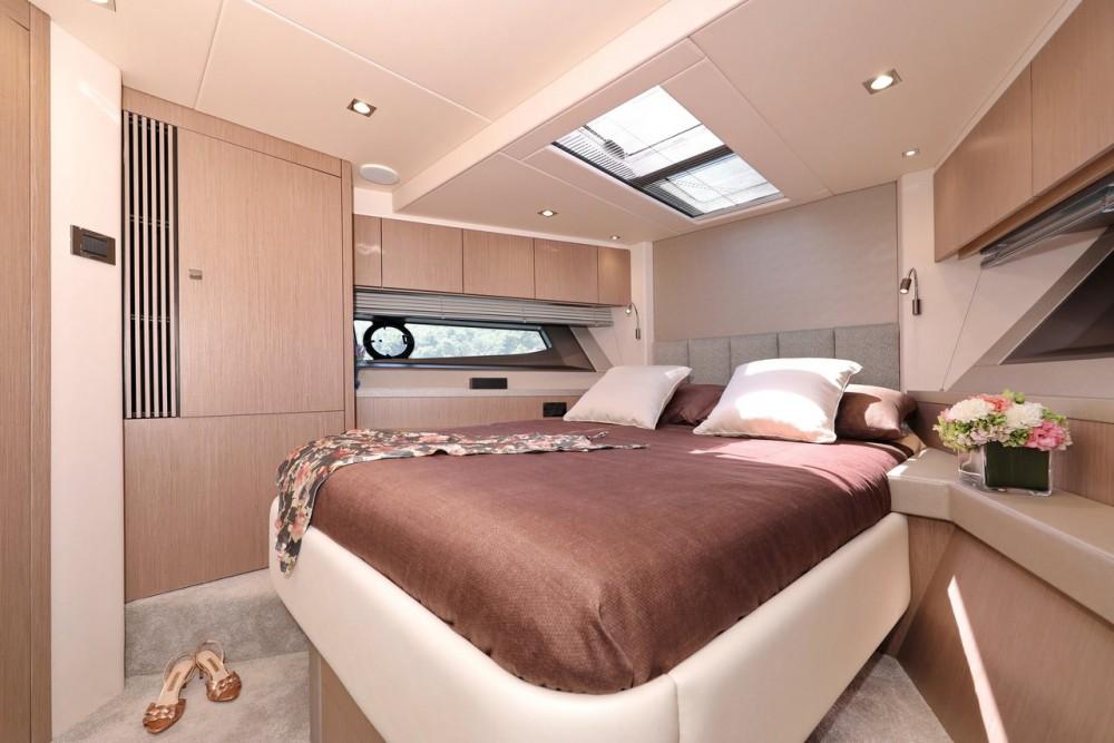 Boat rental Sunseeker-International Sunseeker Manhattan 52 in Croatia on Samboat