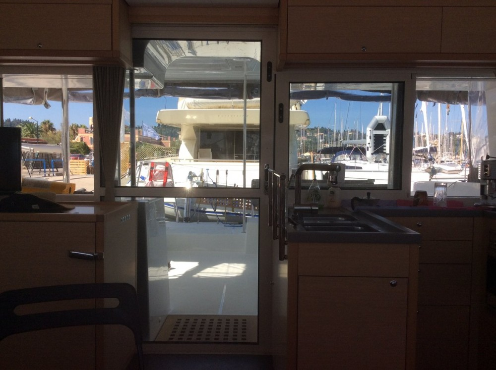 Boat rental Lagoon Lagoon 450 - 4 + 2 cab. in Torre del Greco on Samboat