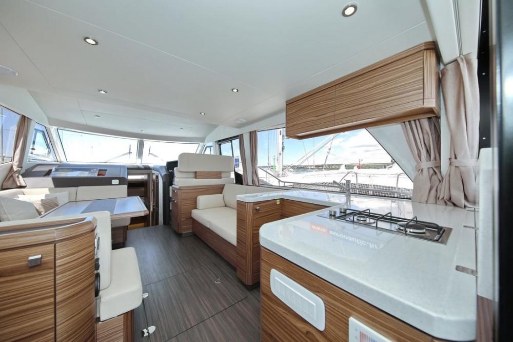 Rental Motor boat in Croatia - Greenline Greenline Hybrid Ready 48 Fly