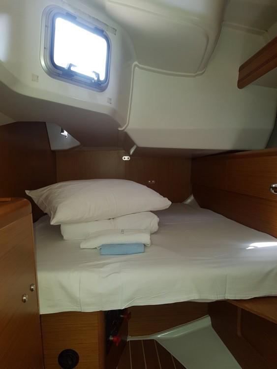 Boat rental Jeanneau Sun Odyssey 49i in Croatia on Samboat