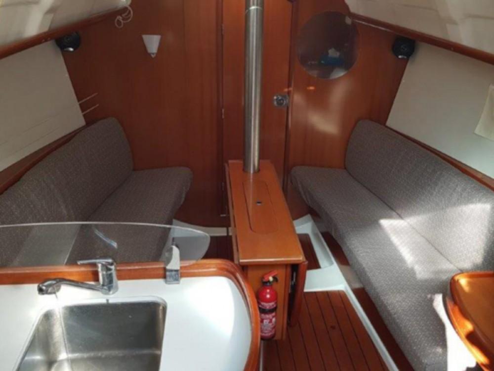 Boat rental Bormes-les-Mimosas cheap Oceanis 323