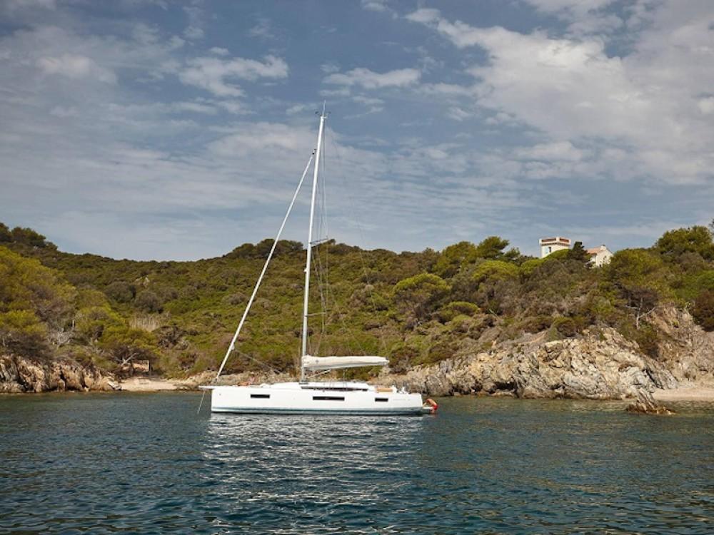 Rental yacht Vibo Valentia - Jeanneau Sun Odyssey 440 on SamBoat