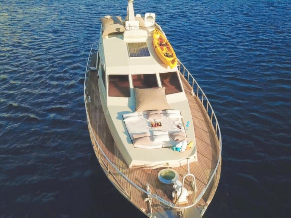 Hire Motor boat with or without skipper Maiora Mykonos