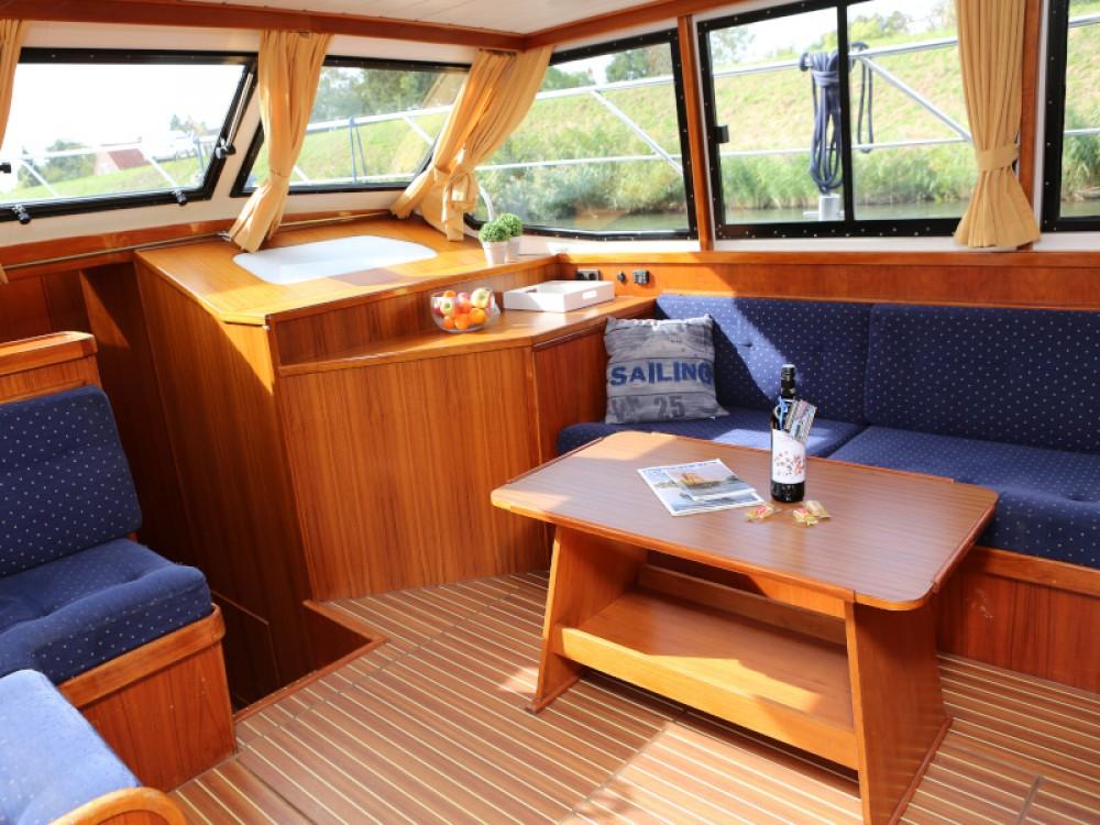 Rental Motor boat in Heukelum -  Valk Voyager 1400