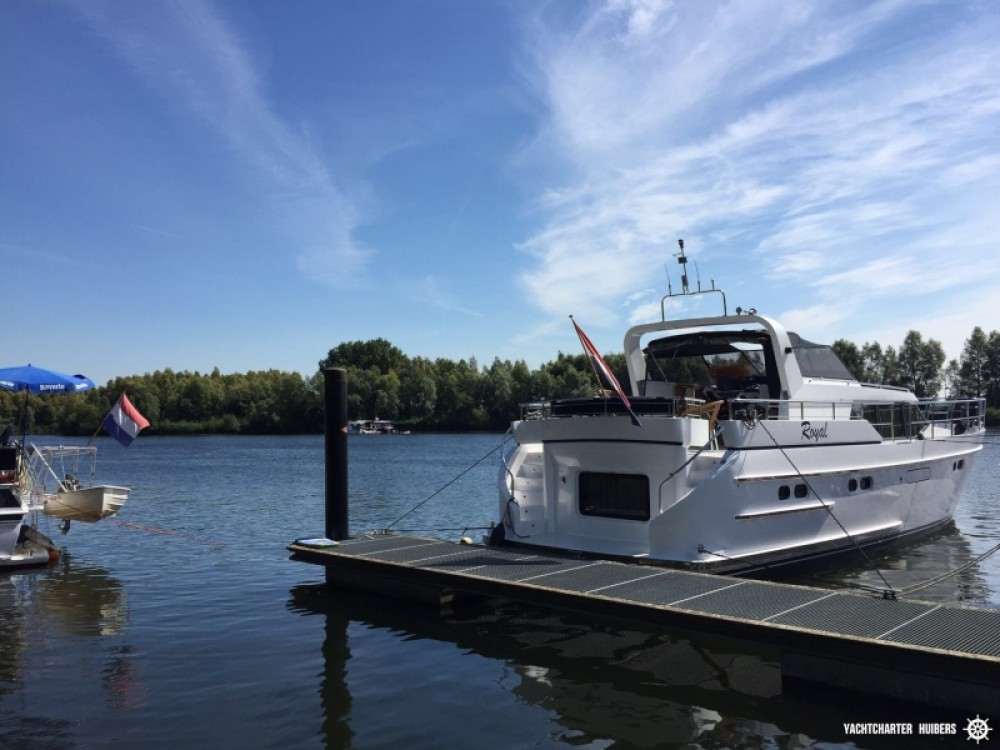 Motor boat for rent Heukelum at the best price