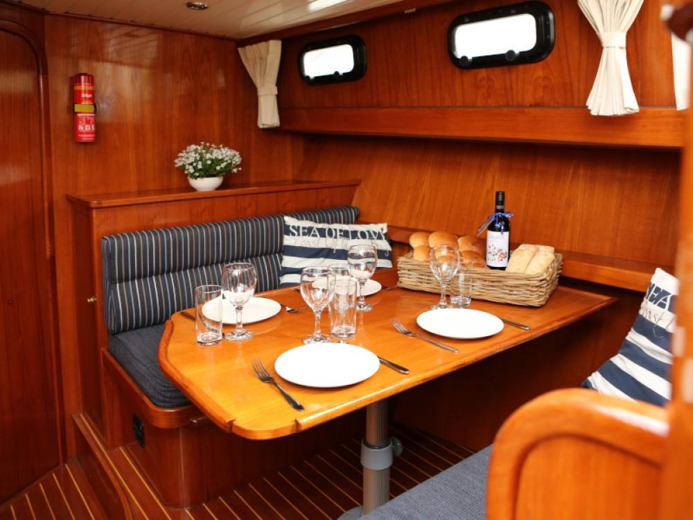 Rental Motor boat in Heukelum -  Valkkruiser 1300 content