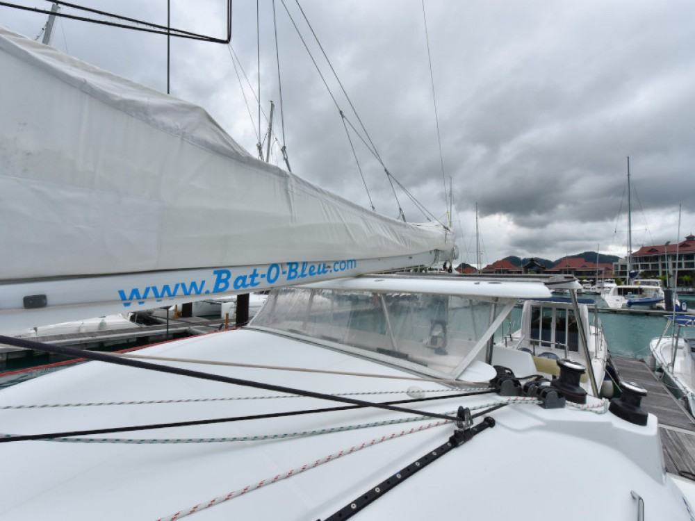 Rental Catamaran in Victoria - Lagoon Lagoon 380