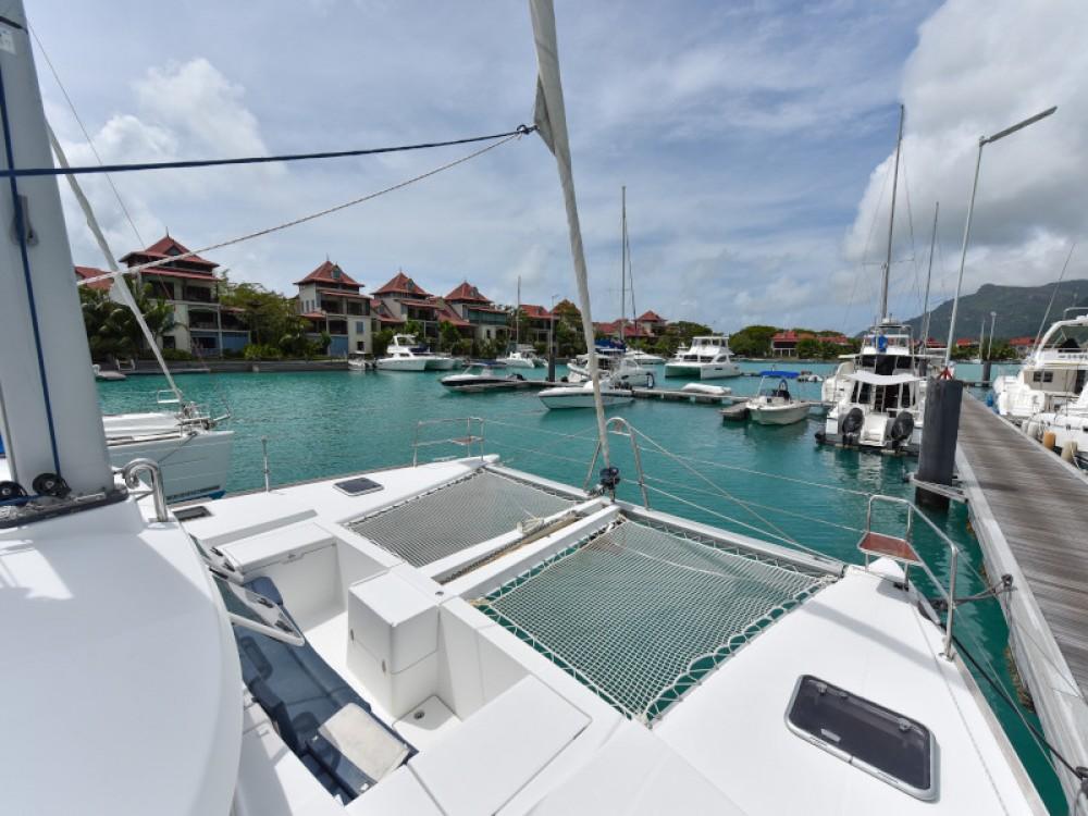 Boat rental Victoria cheap Lagoon 440