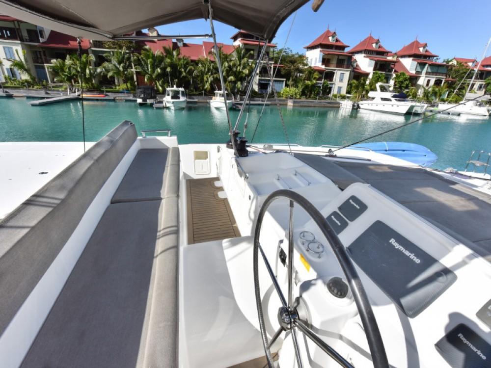 Boat rental Victoria cheap Lagoon 450
