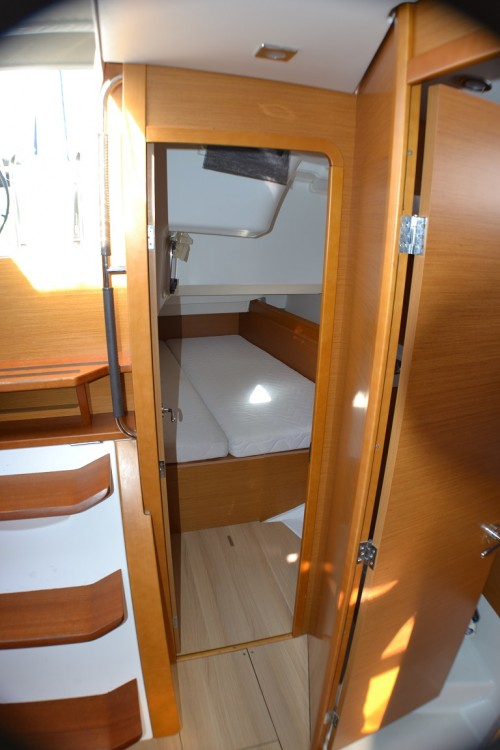 Rental Sailboat in Sukošan - Jeanneau Sun Odyssey 439