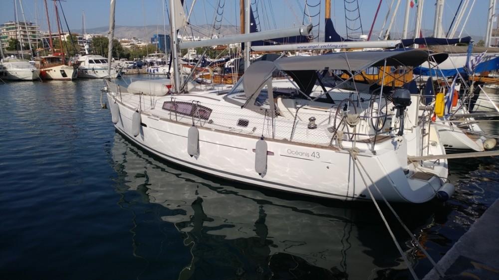 Boat rental Bénéteau Oceanis 43 in Alimos Marina on Samboat