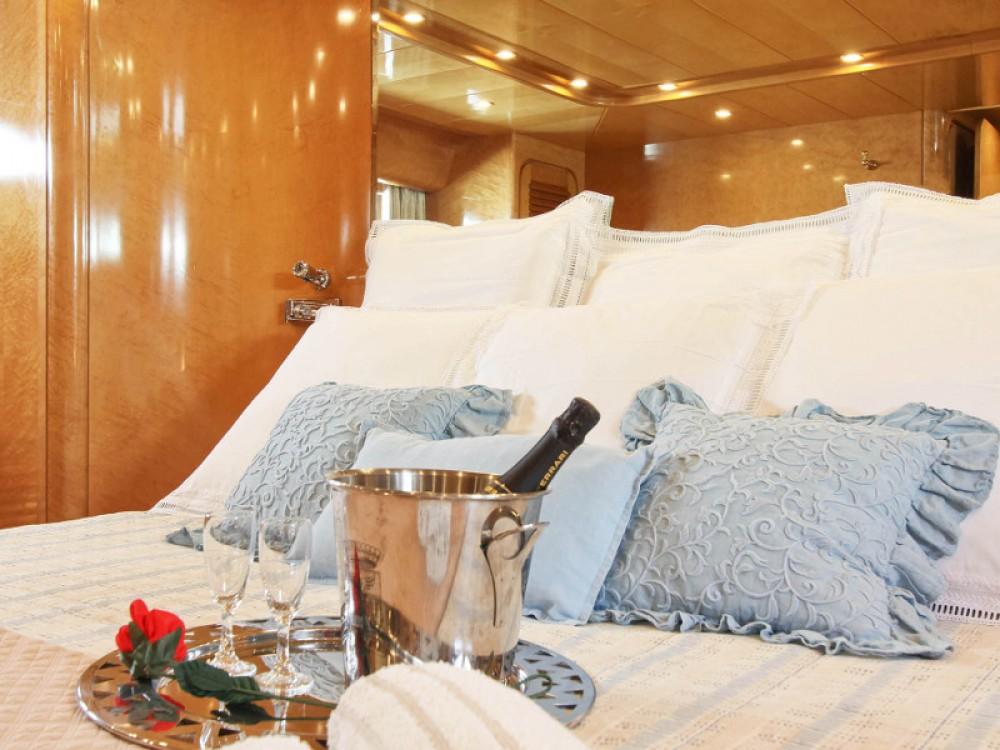 Rental yacht  -  Rizzardi Posillipo Technema 80 on SamBoat