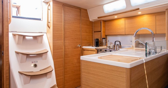 Sailboat for rent Λαύριο at the best price