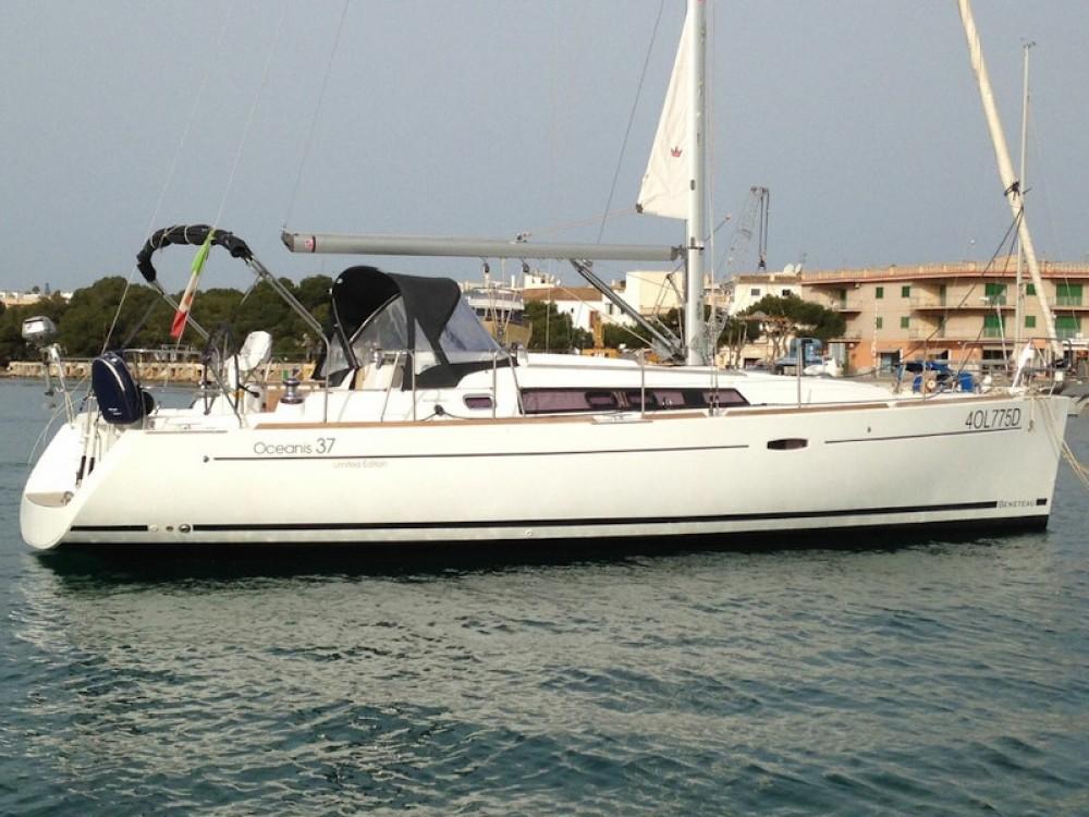 Boat rental Bénéteau Oceanis 37 in Palma on Samboat