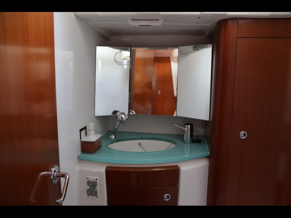 Boat rental Bénéteau Beneteau Oceanis 523 in  on Samboat