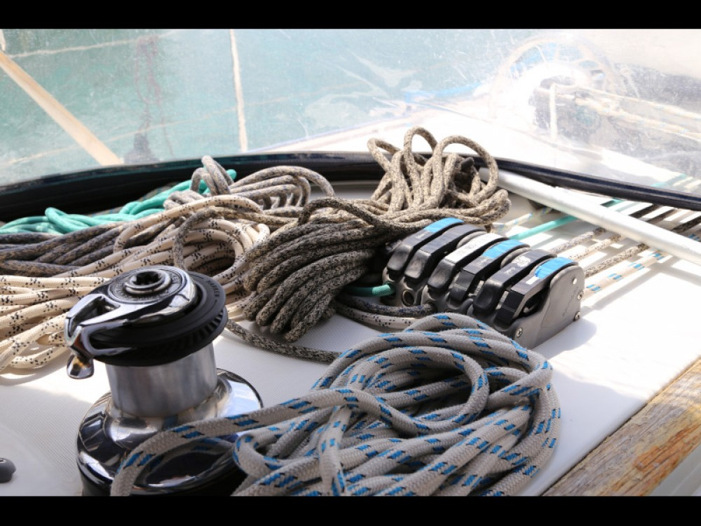 Rental yacht  - Bénéteau Beneteau Oceanis 523 on SamBoat