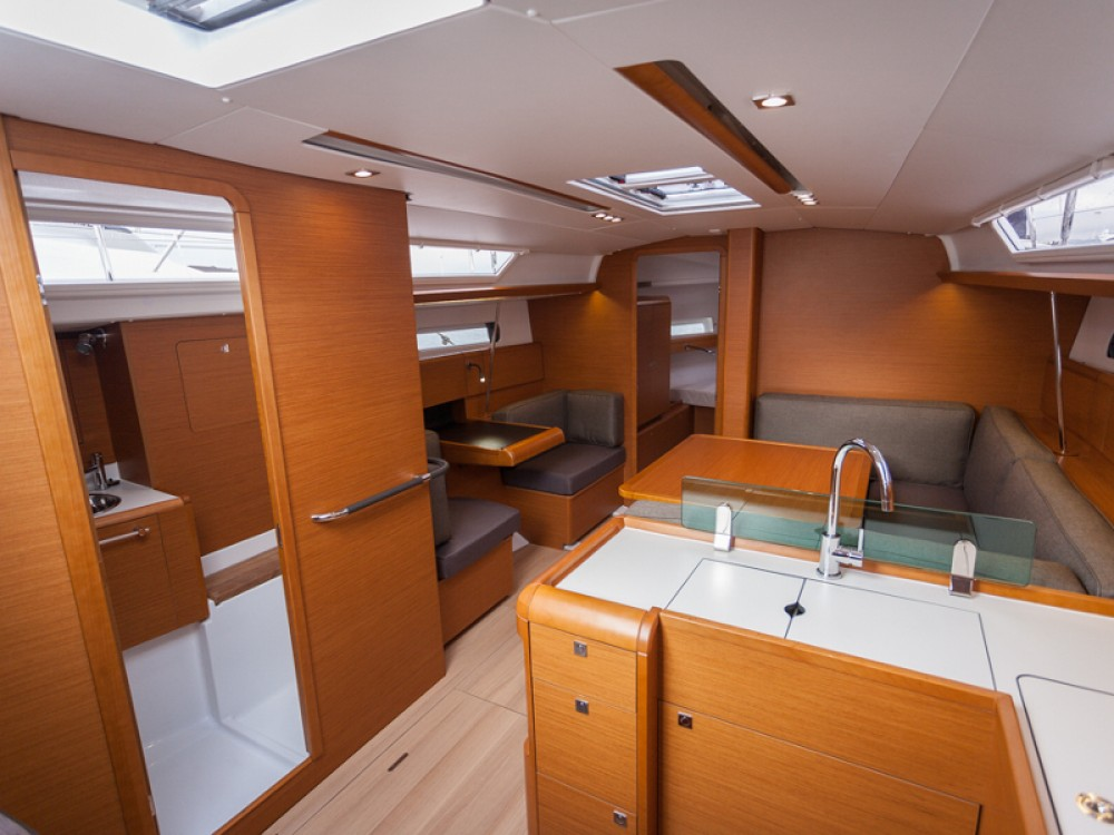 Jeanneau Sun Odyssey 419 between personal and professional ACI marina Vodice