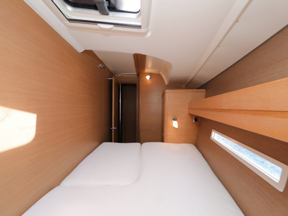 Rental Sailboat in Zara - Dufour Dufour 450 GL