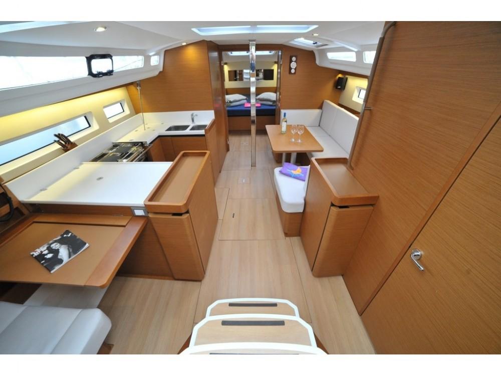 Rental yacht Marina di Portisco - Jeanneau Sun Odyssey 440 on SamBoat
