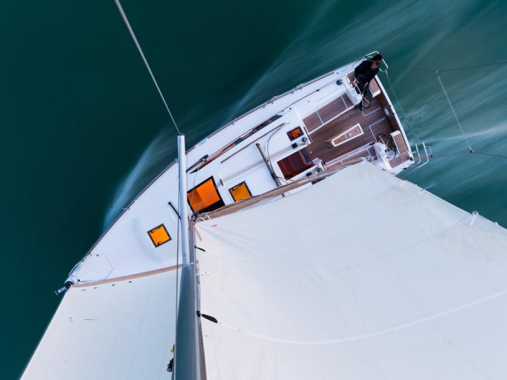 Boat rental Dufour Dufour 382 GL in Primošten on Samboat