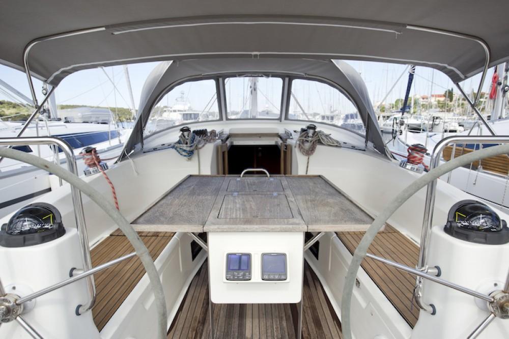 Rental Sailboat in Šibenik - Bavaria Bavaria 40 Cruiser