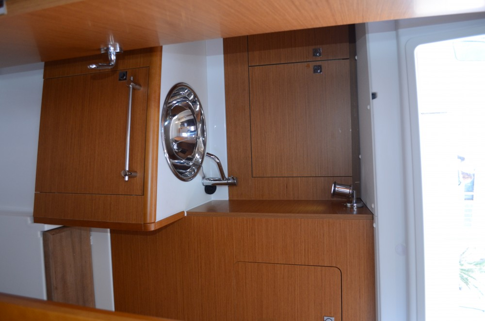 Hire Sailboat with or without skipper Jeanneau Ploče