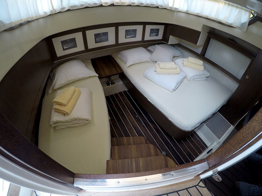 Motor boat for rent Sebenico at the best price