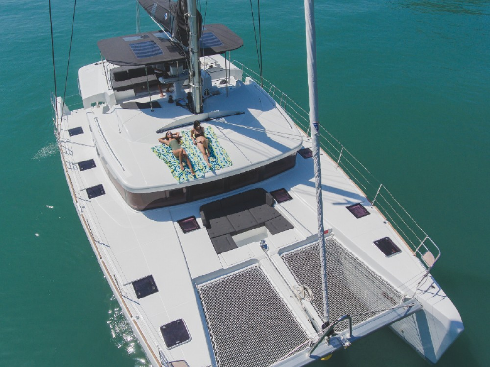 Boat rental Phuket cheap Lagoon 52F