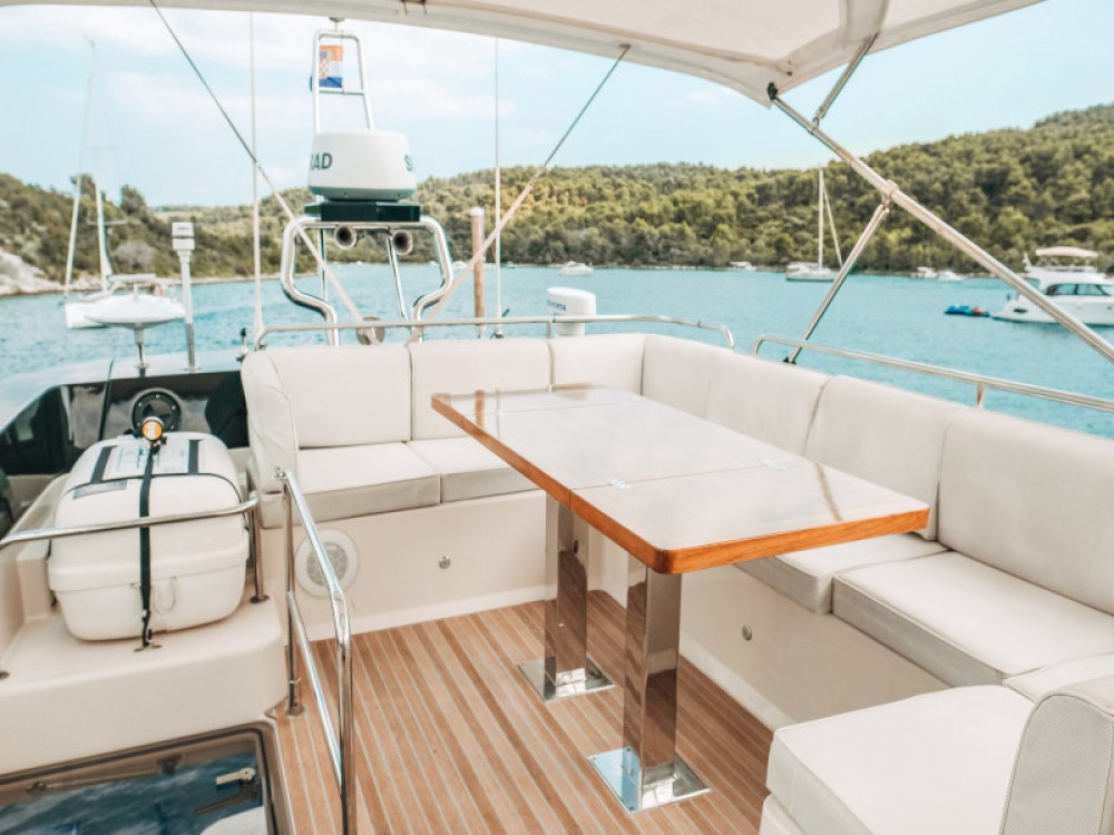 Motor boat for rent Seget Donji at the best price