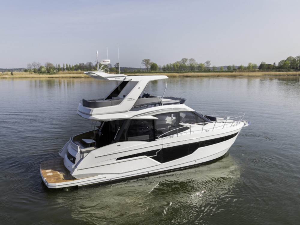 Boat rental  cheap Galeon 500 Fly