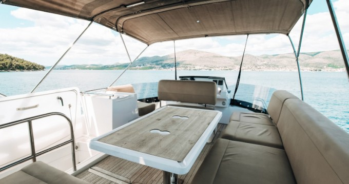 Rental Motorboat in  - Sealine Sealine F 450